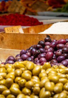 img-fresh-market-pixabay-olives-3466908